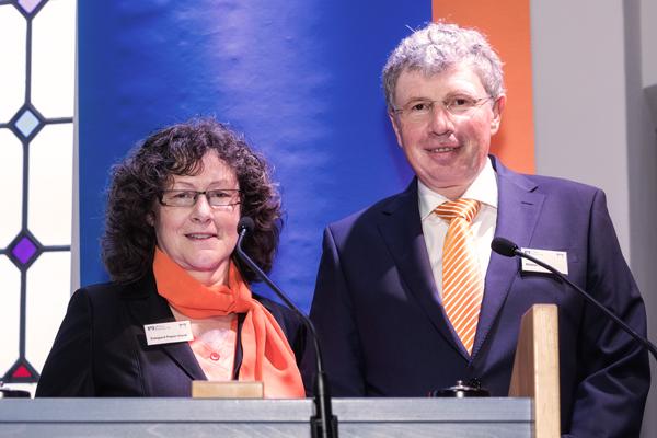 Aufsichtsratsvorsitzende Edelgard Pieper-Pavel und Vorstand Roland Köppel bei der ordentlichen Vertreterversammlung für das Geschäftsjahr 2016.