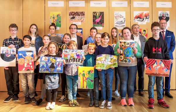 """Siegerehrung der Gewinnerinnen und Gewinner des 49. Jugendwettbewerbes """"jugend creativ"""" bei der VR Bank Kitzingen eG"""